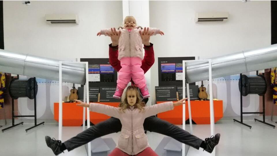 Belgrade tourist attractions-The museum of science and technology-Colin, Ayla, Romy mirror tricks